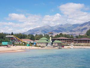 Resort aan het Issyk Kul meer in Kirgizië